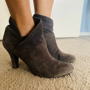 Enzo Angiolini Gray Ankle Boot 9 M Booties Suede